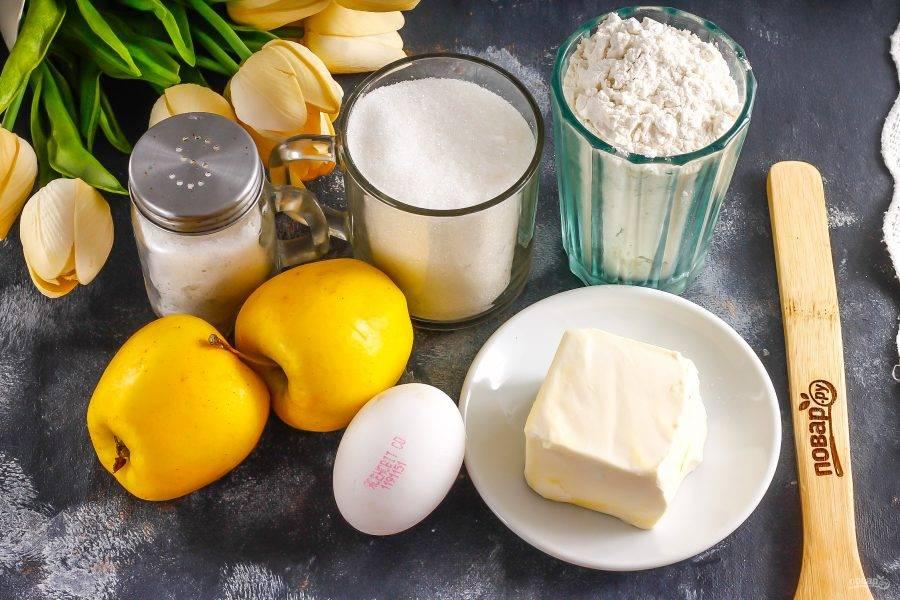 Подготовьте указанные ингредиенты. Яблоки можно использовать любого сорта.