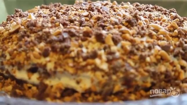 11. Остатками крема промажьте верхний корж и бока. Украсьте по вкусу. Оставьте тортик на 3-4 часа (лучше всего на ночь) перед подачей. Приятного чаепития!