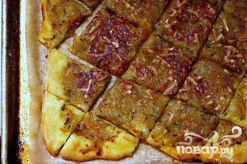 Луковый пирог с горчицей и фенхелем