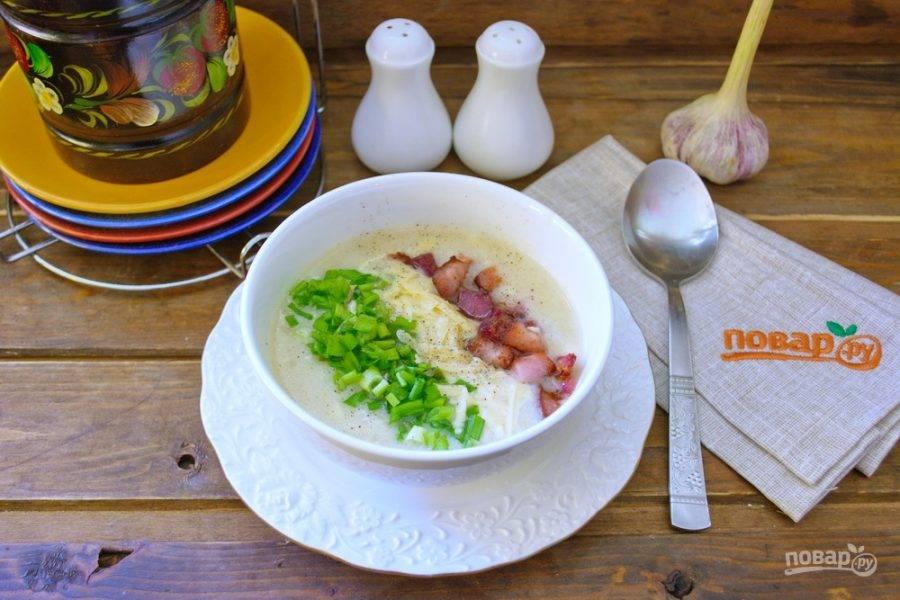 Вот суп и готов. Можно сверху его слегка приперчить. Но тут можно действовать на свой вкус.