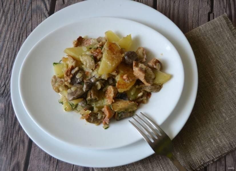 Жаркое с лесными грибами получилось ароматное и очень вкусное, зимой точно будем скучать по такому блюду, так что пользуйтесь моментом и радуйте себя сезонными дарами. Приятного аппетита!