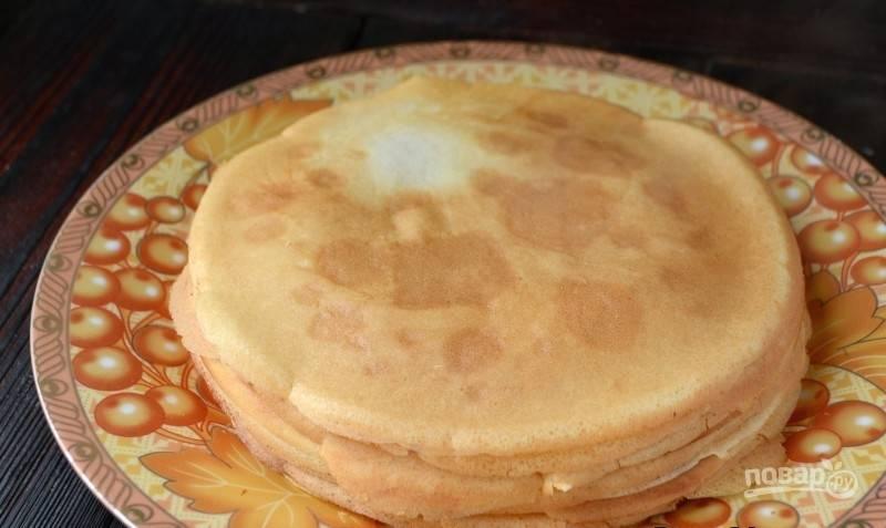 Обжарьте блины на разогретой сковороде с обеих сторон до золотистого цвета. Масло добавьте в сковороду только вначале жарки. Приятного чаепития!