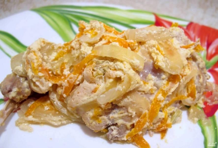 3. Когда пройдет час, проверьте мясо и картошку на готовность. Если все хорошо - подаем блюдо, а если нет - тушим еще 15 минут. Готово!
