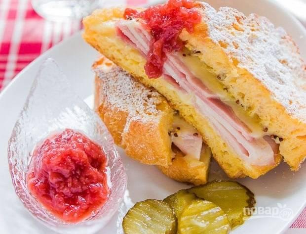 5.Подавайте сэндвичи сразу после приготовления, ешьте их с клубничным джемом и соленым огурчиком.
