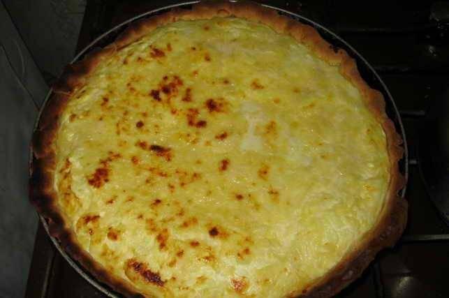 8. Вот такой он получается красивый сразу после выпекания. Можно потереть и сверху сыром, чтобы получилась такая золотистая и хрустящая корочка.