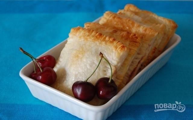 7.Дайте выпечке немного остыть и подавайте на стол. Приятного аппетита!
