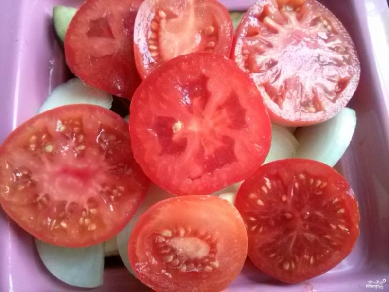 Специи и помидоры.