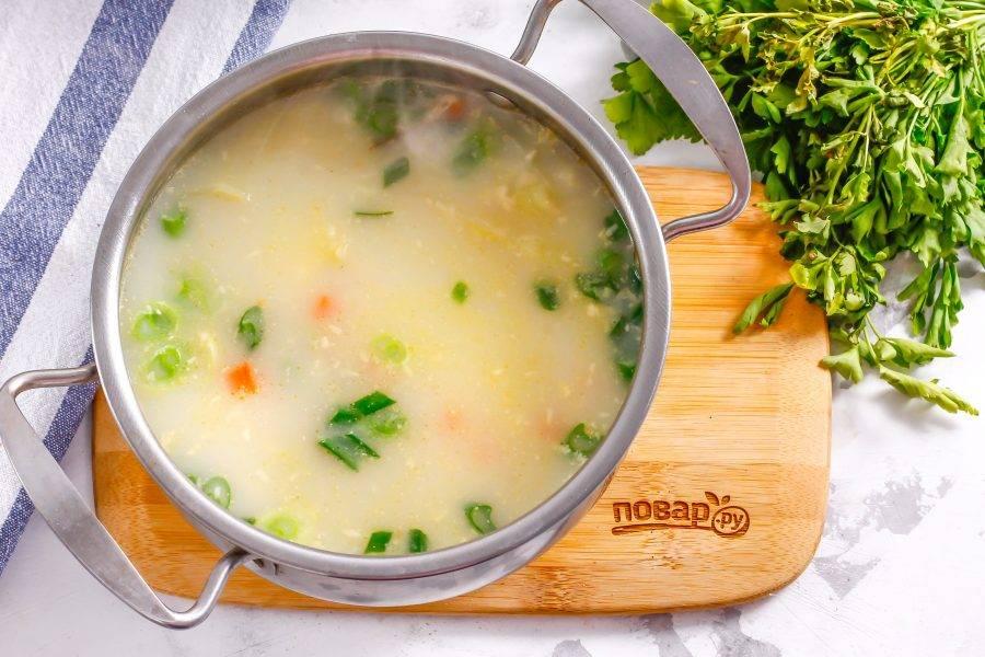Готовый суп попробуйте на вкус, подкорректируйте при необходимости и выключите нагрев.
