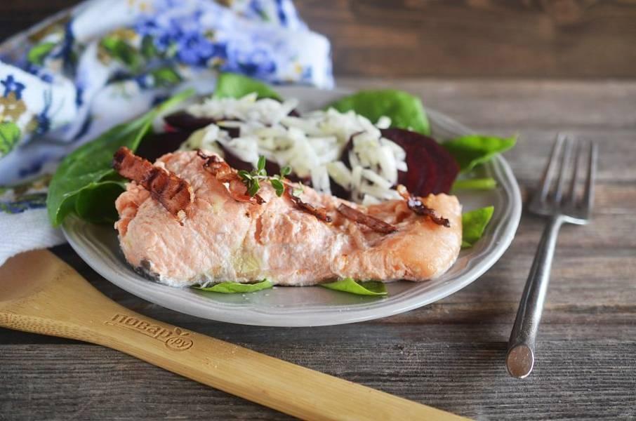 7. Выложите рыбу с соусом и подавайте к столу. Приятного аппетита!
