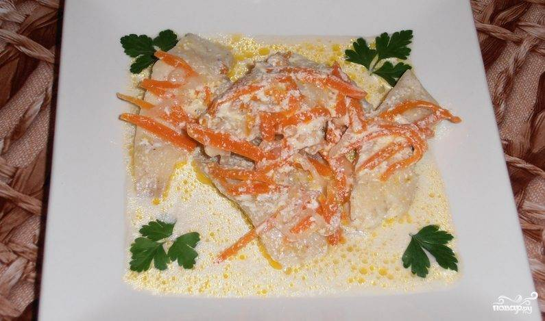 Рыба в сметане на сковороде