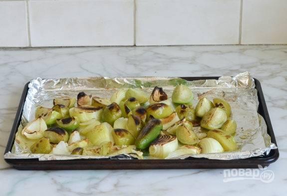 2. Полейте всё маслом и отправьте в духовку на 12 минут при 180 градусах.