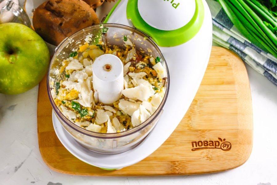 Выложите размягченное качественное сливочное масло, но не спред и не маргарин!