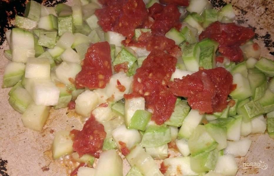 8. Кабачок я обжаривала вместе с морсом (можно брать свежие помидоры или в крайнем случае томатную пасту).