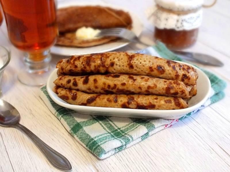 Готовые блинчики подавайте на стол горячими, со сладкими добавками или сметаной. Приятного аппетита!