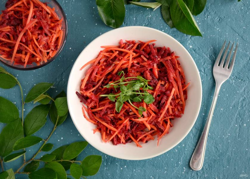 Салат из моркови, свеклы и редьки