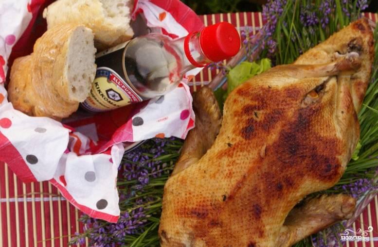 Готовая утка приобретает красивую карамельную корочку и прекрасный аромат. Приятного аппетита!