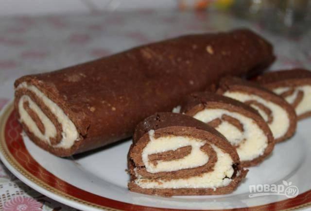 Шоколадный рулет из печенья