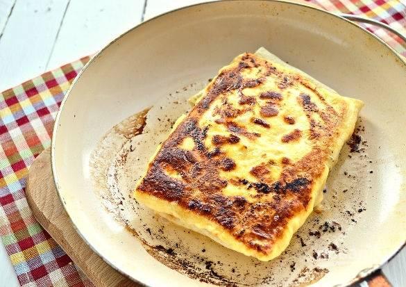 9. Жарьте на среднем огне с двух сторон до румяности.  Приятного аппетита!