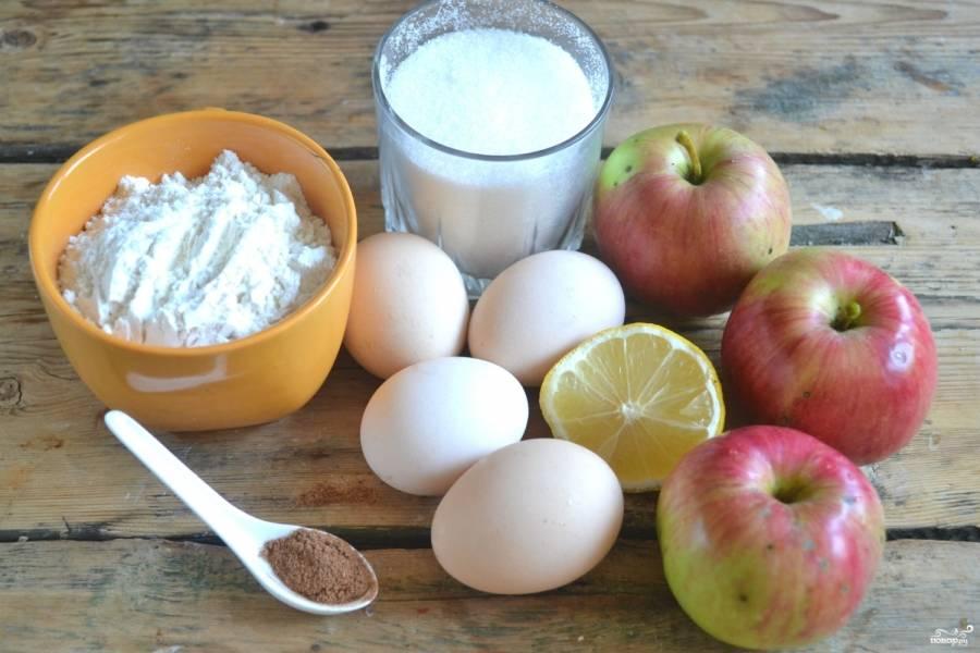 Подготовьте все необходимые ингредиенты. Яйца заранее нужно хорошенько охладить, тогда их будет легче взбить в пышную пену.