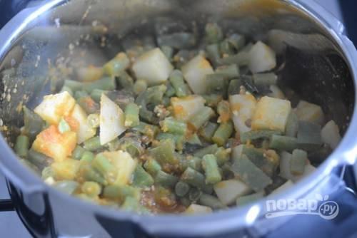 8. Стручковая фасоль с картофелем готова. Приятного аппетита!