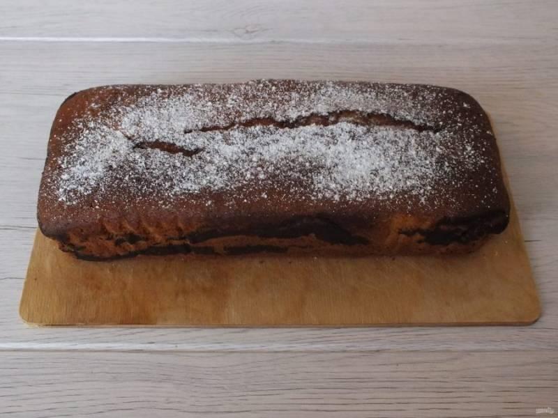 Переложите на доску или блюдо, охладите. После, по желанию, присыпьте сахарной пудрой.