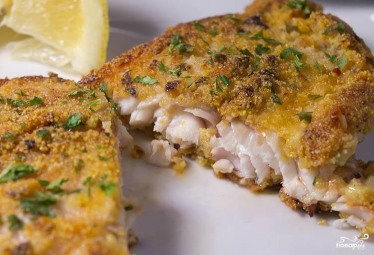 Рыбка готова! Украсьте её свежей петрушкой и подавайте на стол!;)