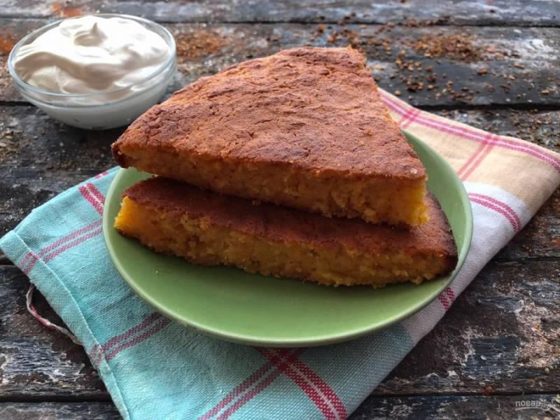 Морковный пирог с манкой готов. Приятного аппетита!