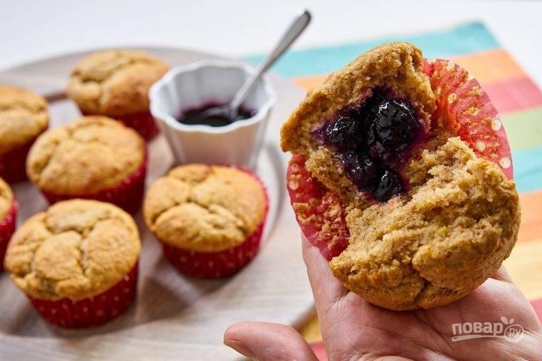 6.Достаньте кексы из духовки и остудите. Подавайте маффины теплыми. Приятного аппетита!