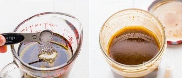 5. Добавьте в соус соль и перец по вкусу.