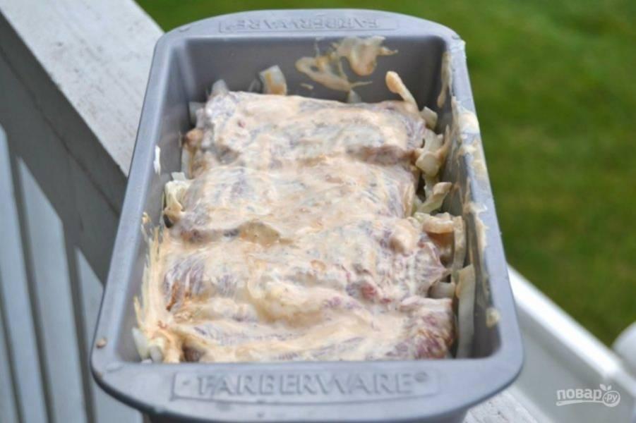 6.Положите сверху кусочки говядины.