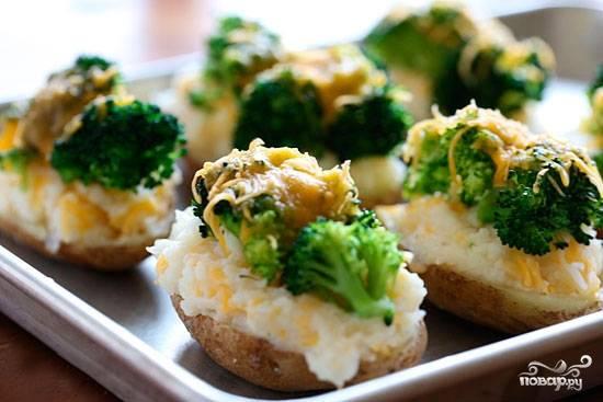 Запекать в разогретой до 200С духовке 10-15 минут - до тех пор. пока сыр не расплавится, образовав хрустящую золотистую корочку. Приятного аппетита!