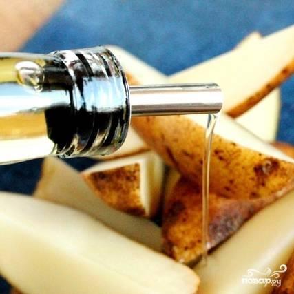 Щедро поливаем оливковым маслом.