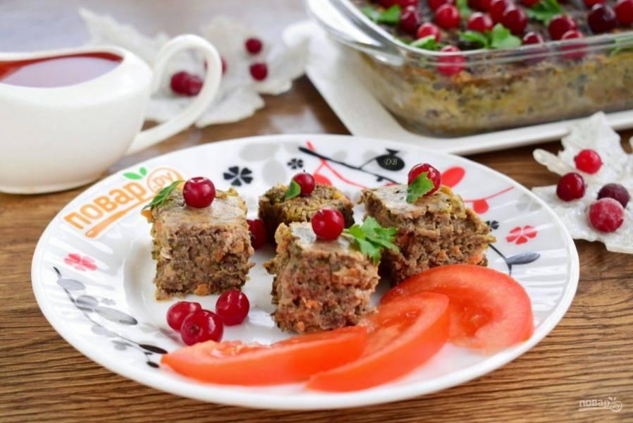 Остудите готовое суфле из куриной печени. Подавайте холодным со свежими овощами, любимым гарниром, тостами или хлебцами.  Приятного аппетита!