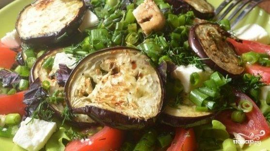 Салат из зелени и помидоров