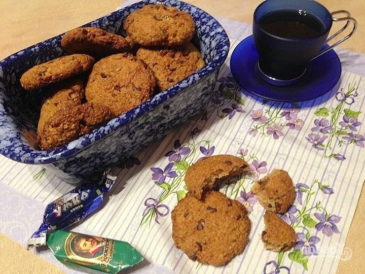 Печенье из цельнозерновой муки с инжиром и шоколадом