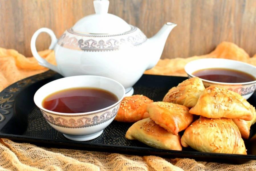 Подавайте горячей со свежим ароматным чаем.