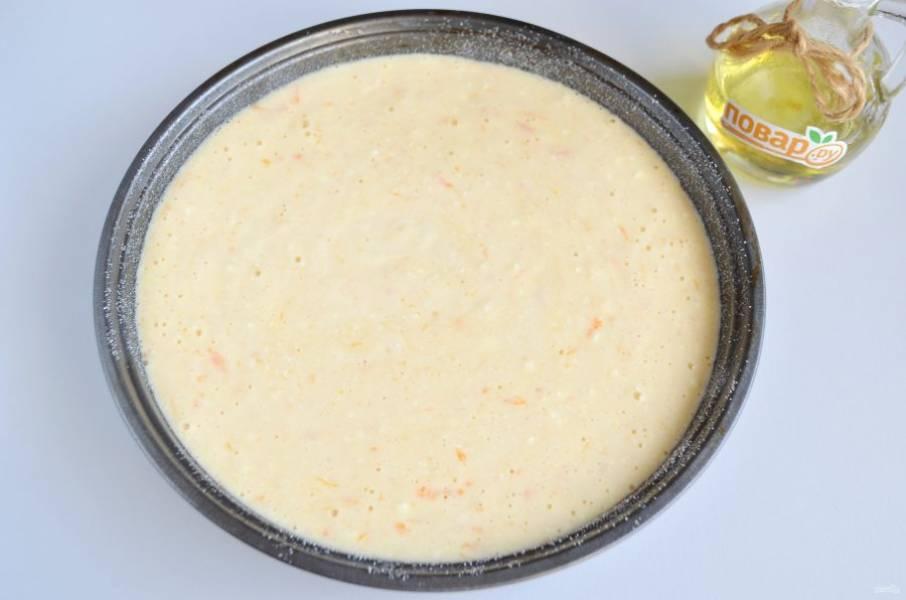 """6. Форму смажьте растительным или сливочным маслом, притрусите немного манкой, перелейте тесто и отправьте в теплую духовку на 1 час. Температура выпечки 180 градусов. Можно испечь манник в мультиварке в режиме """"Выпечка"""" 1 час."""
