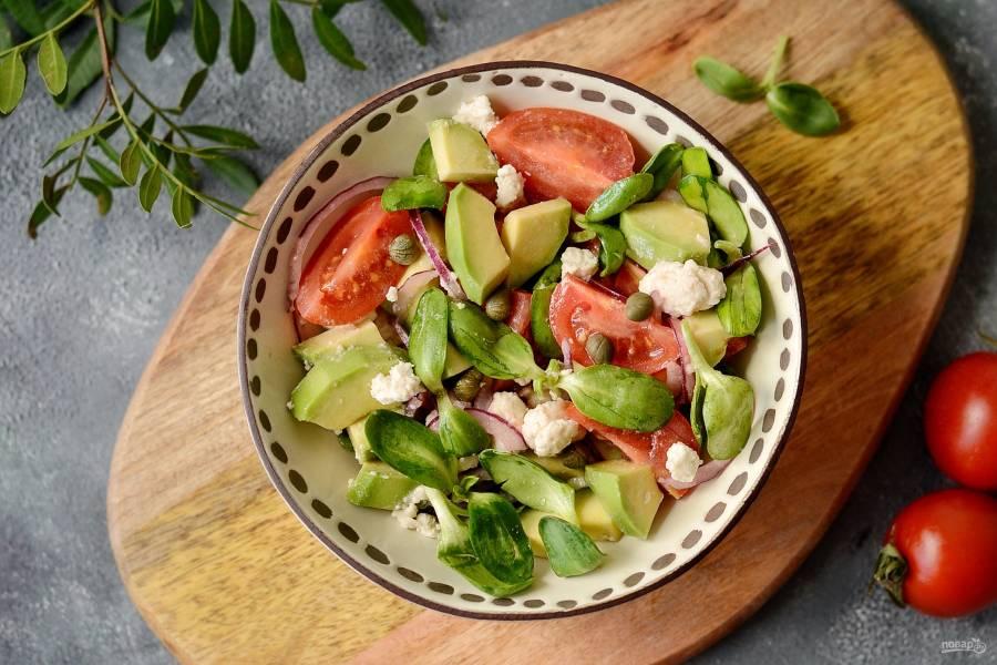 Салат с каперсами и авокадо