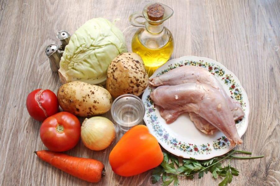 Подготовьте все необходимые ингредиенты для приготовления солянки из кролика.