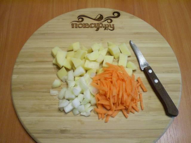 4. Нарежьте мелко все овощи.