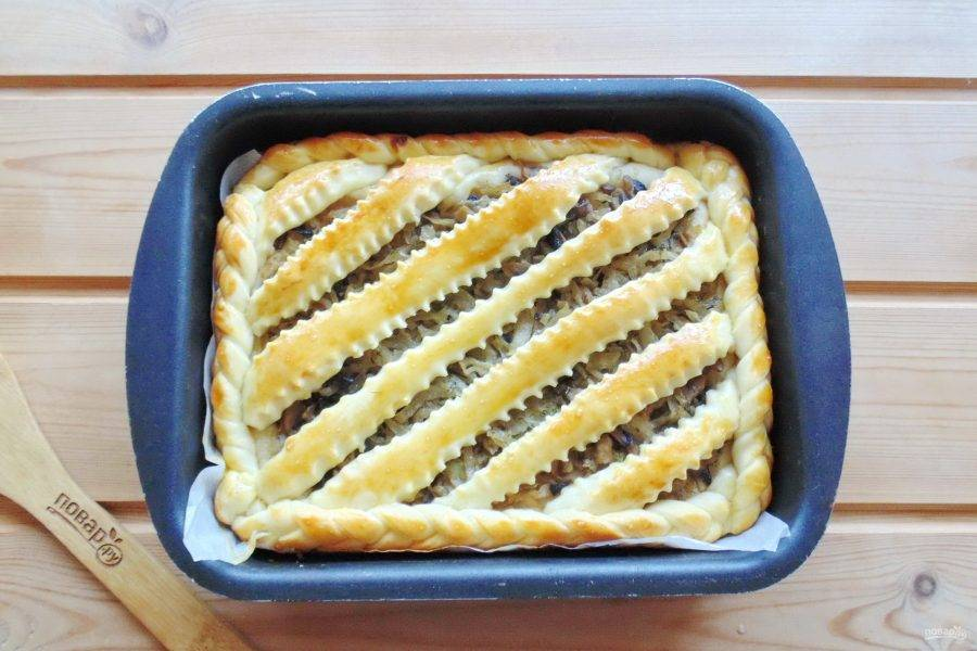 Выпекайте пирог при температуре 175-180 градусов 45-50 минут.