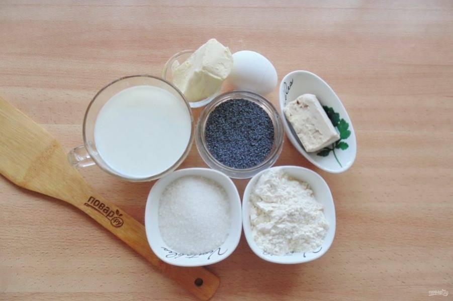 Подготовьте ингредиенты для приготовления сдобного рулета с маком.
