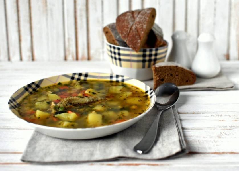 Подавайте суп со свежим ржаным хлебом.