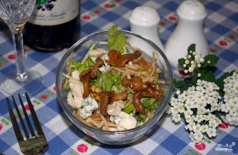 Салат с лисичками маринованными