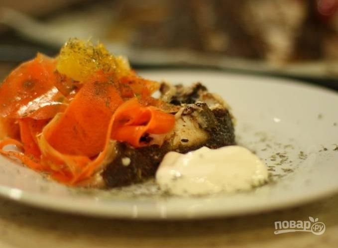 9. Приготовьте сливочный или майонезный соус к рыбе, с ним она будет еще вкуснее и сочнее!