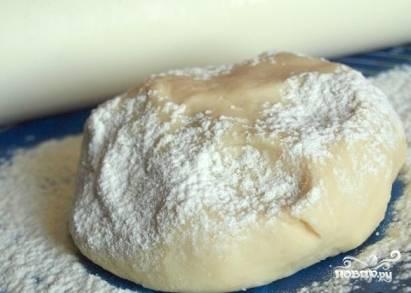 Должно получиться мягкое и нежное тесто. Накроем тесто и оставим отдыхать минут на 15-20.