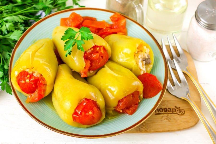 Выложите на тарелку и подайте к столу горячими с различными соусами.