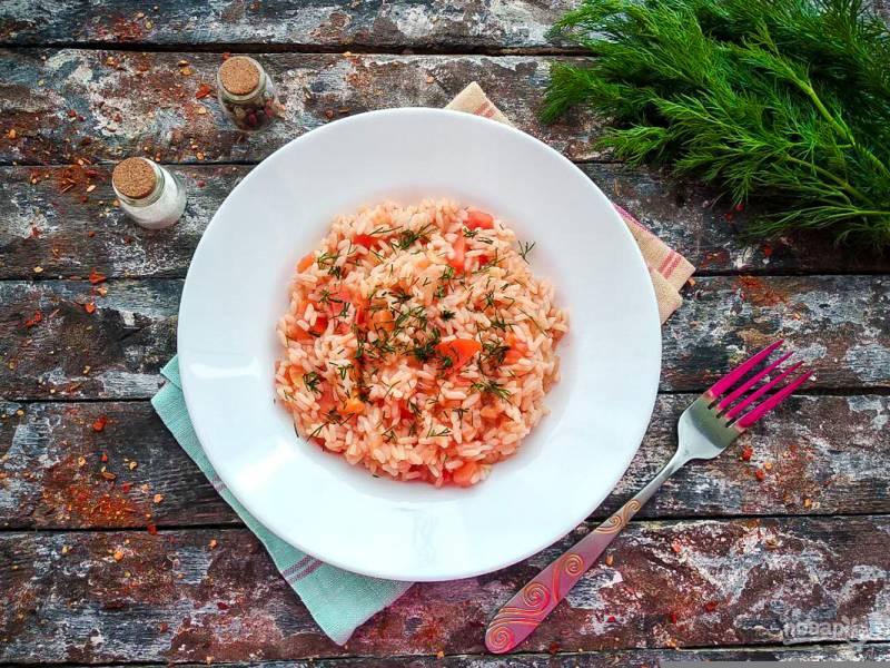 Рис с чесноком и помидорами