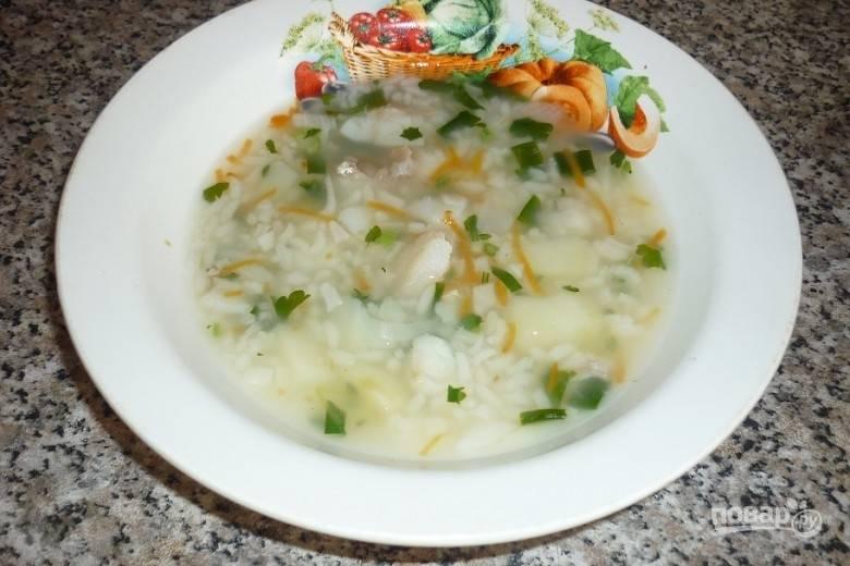Затем всыпьте соль и варите суп ещё 10 минут. Приятного аппетита!