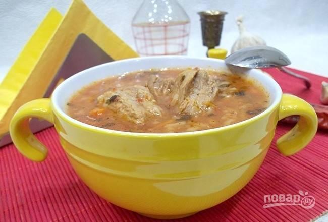 Варите харчо ещё 15 минут. За 5 минут до готовности добавьте соль и перец. Приятного аппетита!